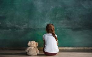 טיפול בילדים עם אוטיזם בעזרת הרובוט קספר